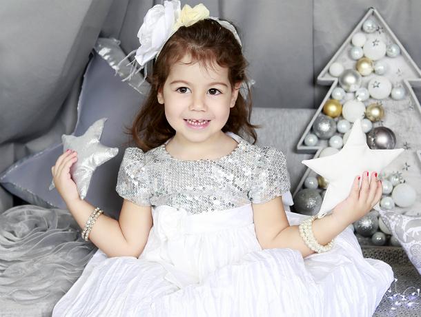 Любящие мама и папа поздравляют с днем рождения свою красавицу-дочку Марику