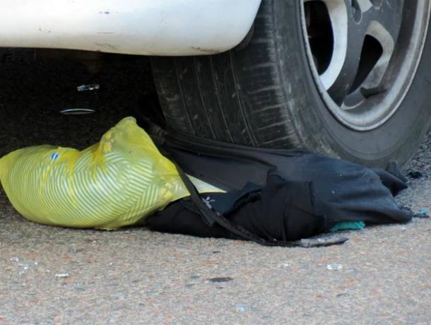 Женщину разорвало на части от скоростного наезда иномарки на трассе под Ростовом