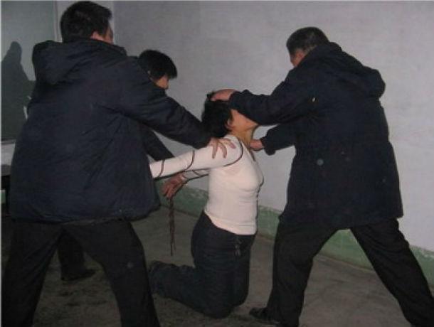Под Таганрогом трое мужчин изнасиловали 48-летнюю женщину