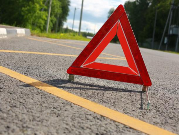 Смертельное ДТП вРостове: старый шофёр «Волги» врезался вдерево