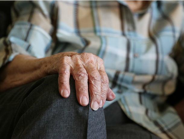 Две девушки жестоко и цинично избили 79-летнюю пенсионерку в Ростове