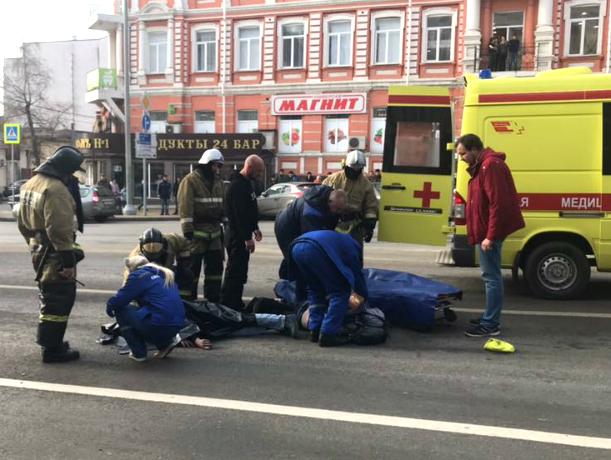 Вцентре Ростова-на-Дону бетономешалка сбила 2-х  пешеходов. Один человек умер