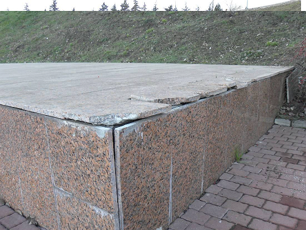 Очередной День Победы встретит Ростов с «убитыми» надгробиями в Змиевской балке