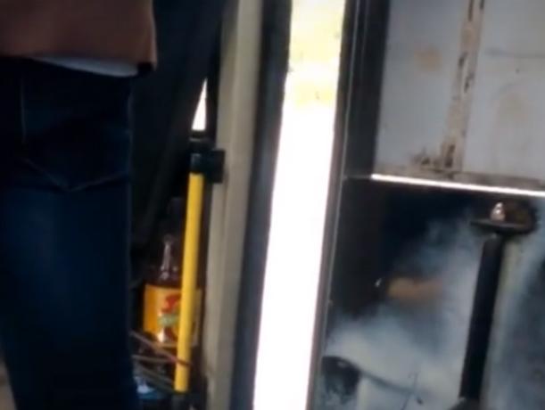 Маршрутка со злобно хлопающей «челюстью» прокатила пассажиров в Ростове
