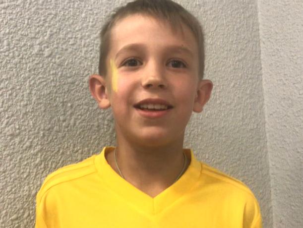 Удивительное приключение: мальчик рассказал, как выводил на поле швейцарского футболиста