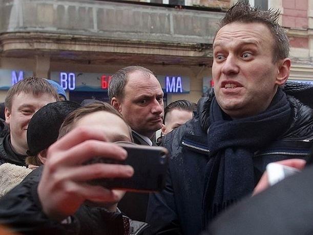 Навальный собирается на три часа заполнить своими сторонниками Театральную площадь в Ростове