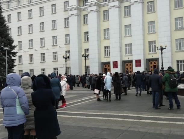 В здании правительства объявлена эвакуация из-за сообщения о пожаре