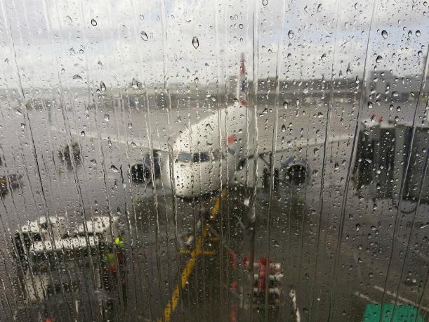 Коварный ледяной дождь в Ростовской области усложнил работу аэропорта «Платов»