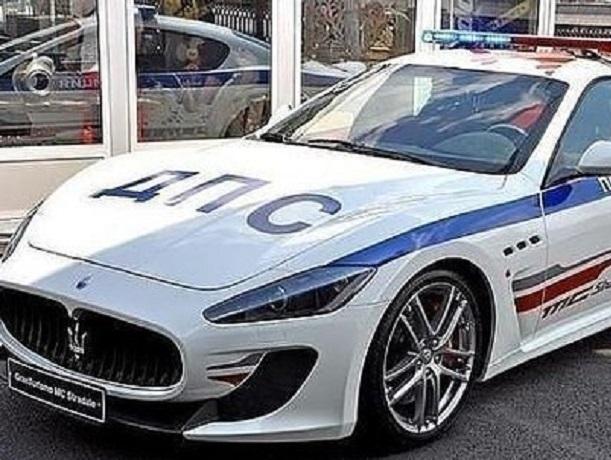 Полицейские Ростова скрыли в декларациях роскошные машины, квартиры и много денег
