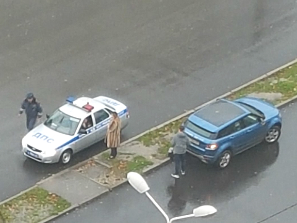 ВРостове автоледи на«Рендж Ровере» сбила школьницу напешеходном переходе