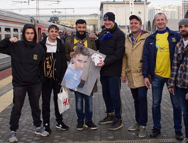 Большое фото Лехи, которого не отпустила девушка, взяли на матч с «Краснодаром» болельщики «Ростова»