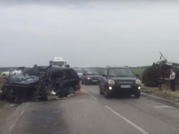 Последствия смертельной аварии под Ростовом сняли на видео