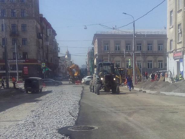 Рабочие сутками ремонтируют Станиславского и пытаются успеть в обещанные ростовскими чиновниками сроки