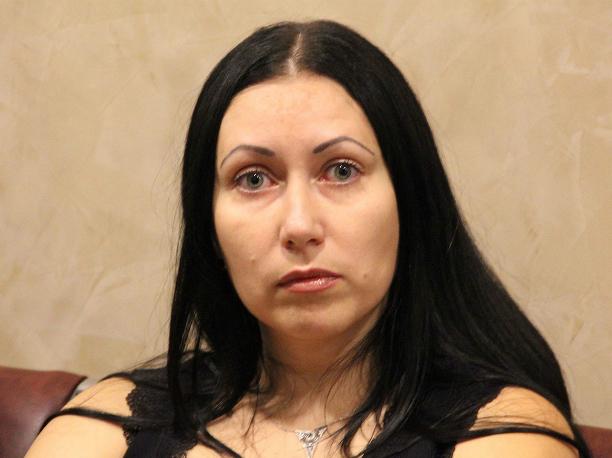 Особняк и спорткар вернули жене главаря кровавой кущевской банды в Ростове