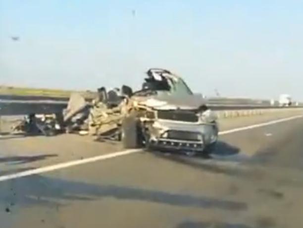 Чудо спасло водителя иномарки после страшной аварии с грузовиком под Ростовом