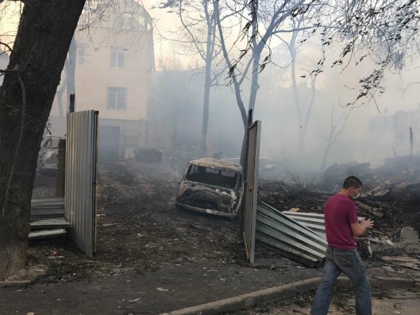 Поджог назвали предварительной причиной крупного пожара в историческом центре Ростова
