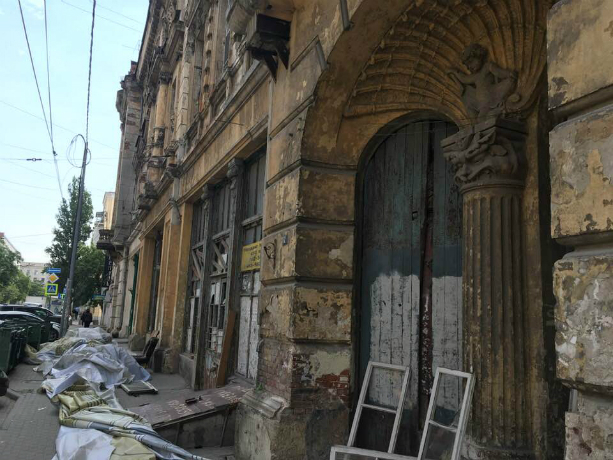 Забытый властями легендарный Дом с ангелами удалось отстоять ростовчанам