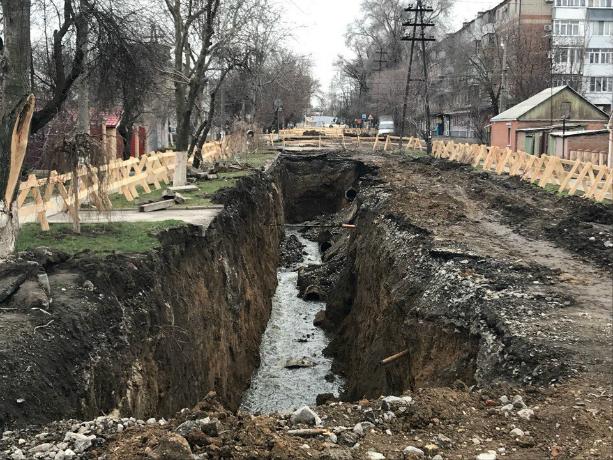 Целый район Таганрога уходит под землю пока сити-менеджер раздает обещания