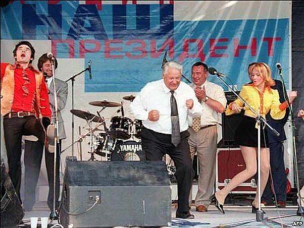 22 года назад первый президент РФ Борис Ельцин «взорвал» своими чумовыми плясками весь Ростов