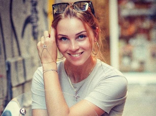 Ростовчанка Полина Диброва удивила поклонников своими школьными фотографиями
