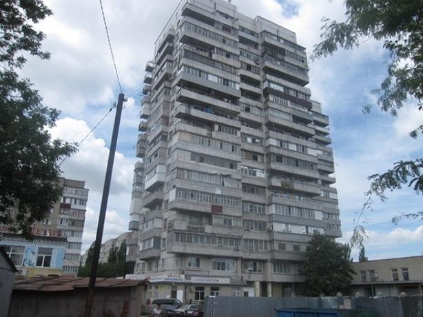 ВТаганроге мужчина упал скрыши 17-этажного дома