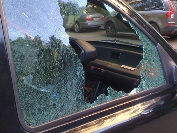Оставшиеся без присмотра родителей ошалелые подростки расстреляли из окна десятки машин в Ростове