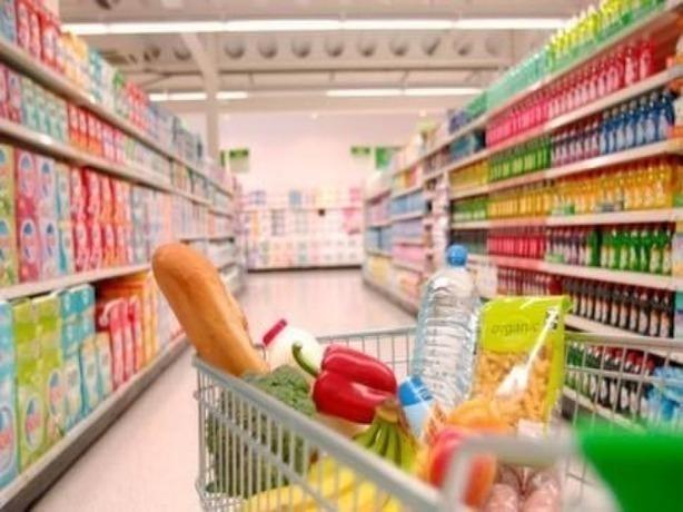 В Ростове за месяц снизились цены на овощи и фрукты, а стоимость колбасы и молочки уверенно ползет вверх