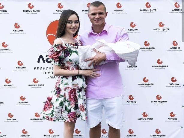 Вышедшую из роддома Анастасию Костенко фанаты Бузовой назвали «колхозницей» и «простушкой из Сальска»