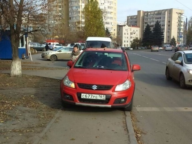 «Наглючая» мадам на красной машине возомнила себя королевой дорог Ростова