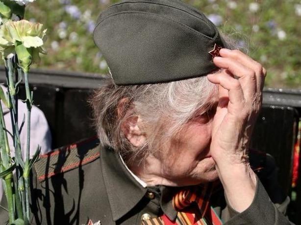 Ветеранам в Ростовской области вручили ко Дню Победы протухшие консервы и жевательные резинки