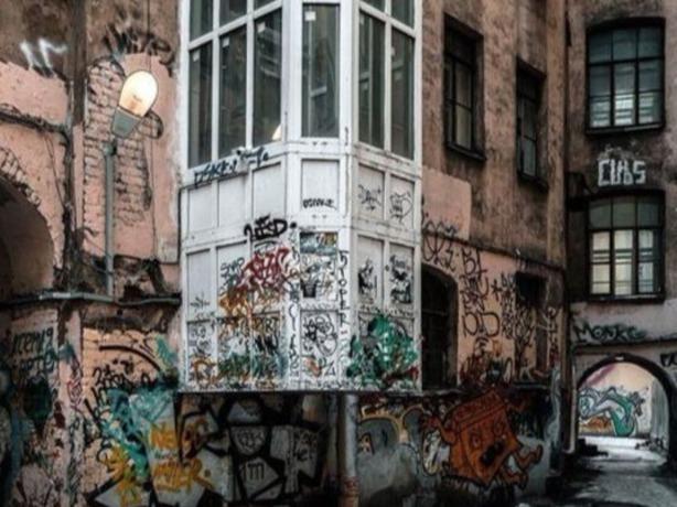 Страшное граффити на одном из домов Ростова вызвало жаркие споры среди горожан