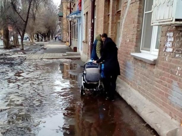 Рассерженная ростовчанка назвала позорной работу коммунальной службы Ростова