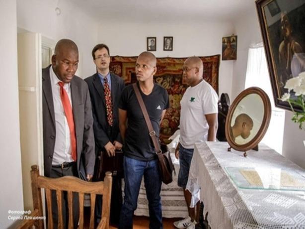 Гости из жаркой Африки «обалдели» от борща с вином в Ростове