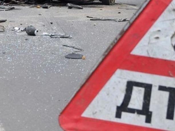 Удар в дерево оказался роковым для пассажира автомобиля в Ростовской области
