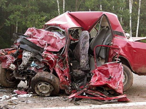 Жуткими смертями закончилось столкновение двух отечественных автомобилей в Ростовской области