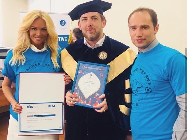 Эффектная блондинка Виктория Лопырёва стала спортивным менеджером