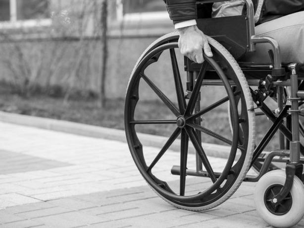 Хитрые супруги из Ростова захотели легких денег и купили справки об инвалидности