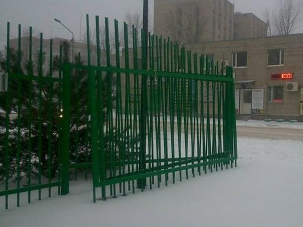 Благоустроенный за 32 млн двор в Ростове-на-Дону с треском рушится спустя 2 месяца