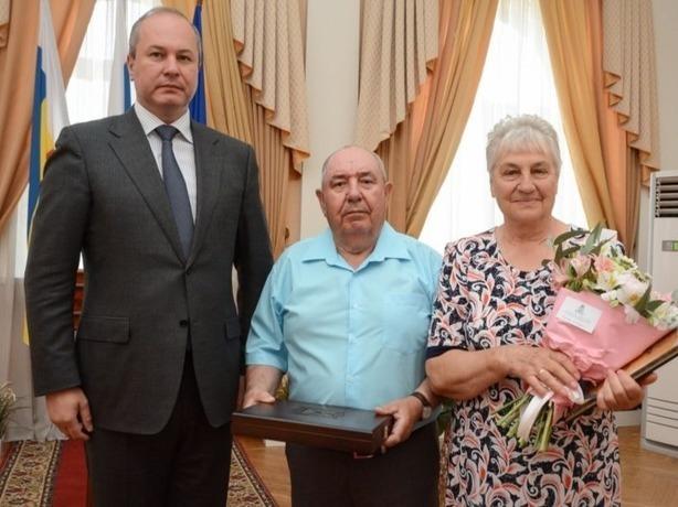 Самым крепким семейным парам Ростова вручили памятные награды