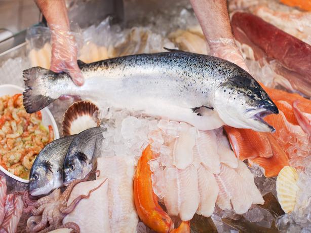 Тухлую рыбу и напичканные «химией» морепродукты продают в магазинах Ростовской области