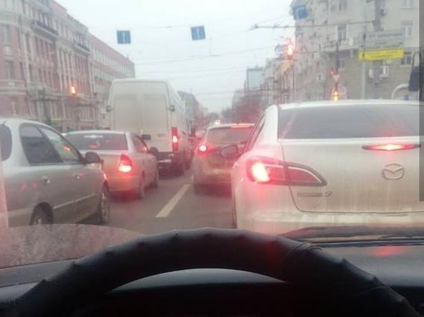 Пятничный Ростов-на-Дону погряз в 10-бальных дорожных пробках