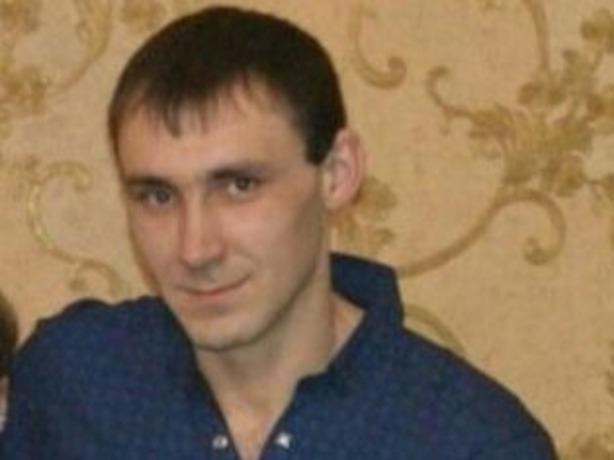 28-летнего кареглазого мужчину с татуировкой кинжала на правой руке разыскивают в Ростовской области