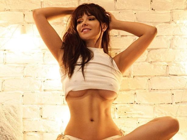 Ростовская секс-модель журнала Playboy поделилась горячим фото своих упругих «булочек»