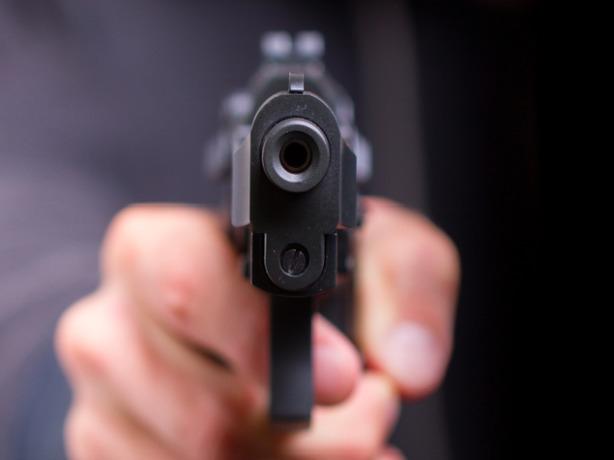 Бешеный житель в Ростовской области застрелил в упор своего знакомого