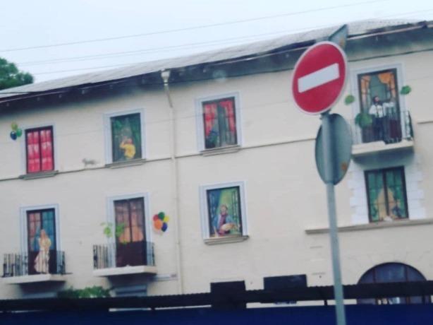 Жуткий призрак дамы в белых одеждах на балконе довел жительницу Ростова до истерики