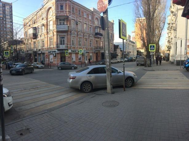 Мастера «крутой» парковки в Ростове подтвердили свои позорные двойки по знанию ПДД