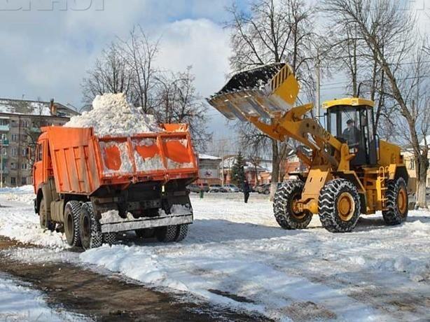 Полторы сотни снегоуборочных машин спасают заметенный мокрым снегом Ростов