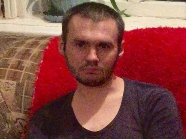 Кареглазого брюнета-заику в черных одеждах разыскивают в Ростове