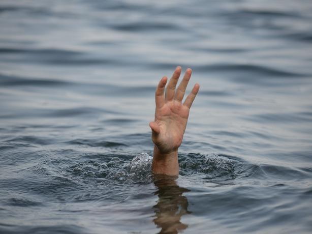 ВРостовской области спасли рыбака, перевернувшегося налодке