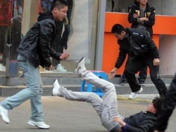 Горячие ростовские парни устроили уличную бойню в Ростове-на-Дону